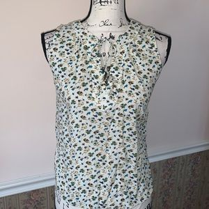 OLD NAVY sleeveless flowered blouse off-wh…